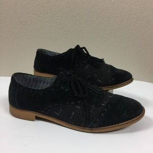 TOMS Black With Tweed Lace Up Saddle Oxford Shoe